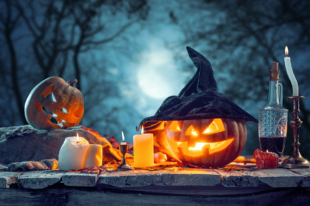 Halloween pumpkins on blue background Foto de archivo