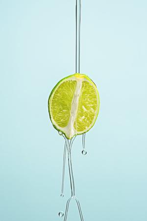 The essential oil of lemon-Drop of oil falls
