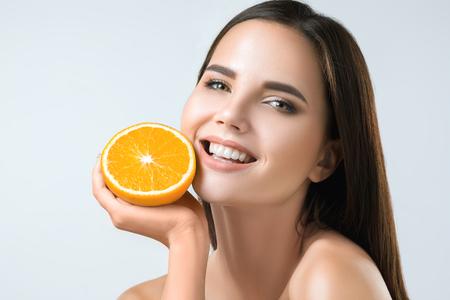 Beautiful womans face with juicy orange Zdjęcie Seryjne - 90272785