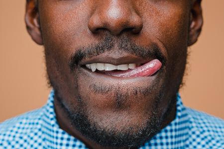 Portrait d & # 39 ; un homme heureux afro américain Banque d'images - 90140796