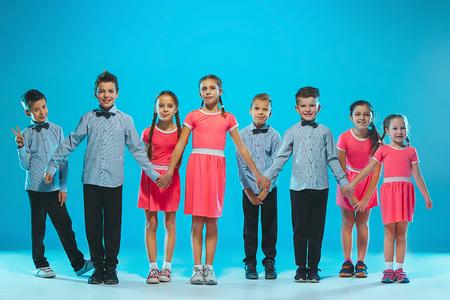 Les enfants de l'école de danse, ballet, hiphop, rue, danseurs funky et modernes Banque d'images - 92095211