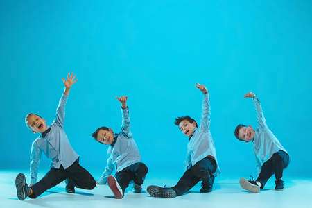 아이들은 학교, 발레, 힙합, 거리, 펑키하고 현대적인 댄서들
