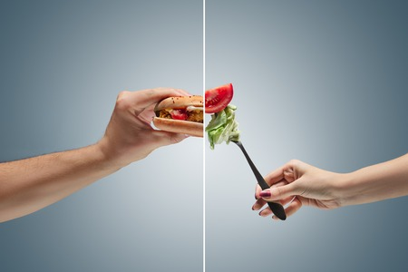 Male hand holding tasty hamburger Banque d'images
