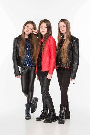 Studio portrait of young attractive caucasian teen girls posing at studio Stok Fotoğraf - 95040392
