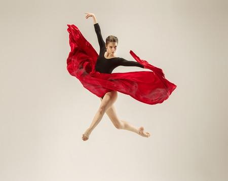 현대 발레 댄서 흰색 스튜디오 배경에 몸 전체에 춤. 스톡 콘텐츠 - 101408386