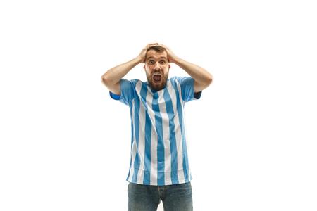 Le fan argentin malheureux et triste sur fond blanc