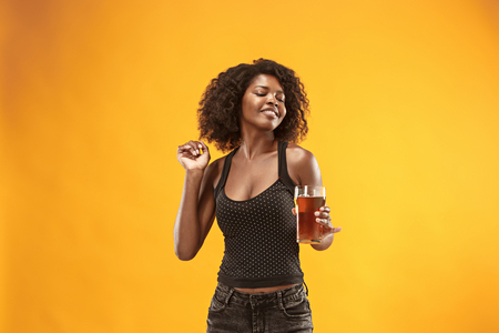 Sexy young afro woman drinking beer, not isolated on white background Foto de archivo