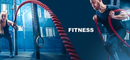Collage sobre hombre y mujer con ejercicio de cuerdas de batalla en el gimnasio. Concepto de CrossFit. Gimnasio, deporte, cuerda, formación, atleta, entrenamiento, concepto de ejercicios