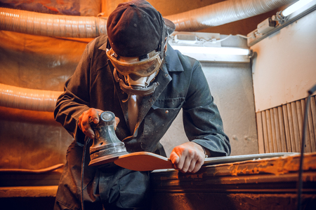 Carpenter using circular saw for cutting wooden boards. Construction details of male worker or handy man with power tools Banque d'images - 118696214
