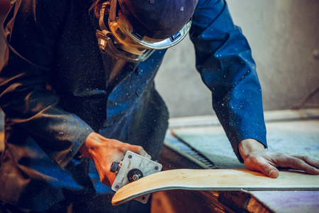 Carpenter using circular saw for cutting wooden boards. Construction details of male worker or handy man with power tools Banque d'images - 118696298