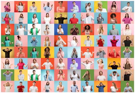 Die Collage von Gesichtern überraschter Menschen auf farbigem Hintergrund. Glückliche Männer und Frauen lächeln. Menschliche Emotionen, Gesichtsausdruckkonzept. Verschiedene menschliche Gesichtsausdrücke, Emotionen, Gefühle Standard-Bild