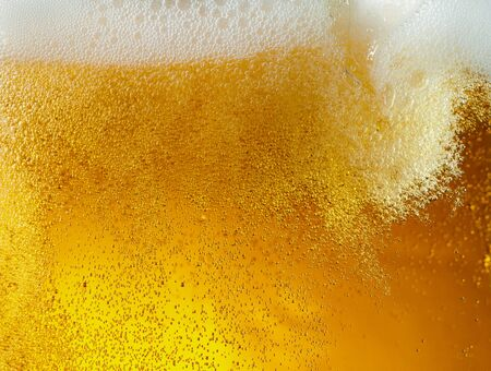 Close up view of floating bubbles in light golden colored beer 版權商用圖片