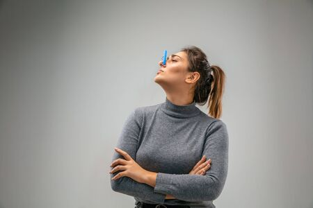 Awful. Caucasian woman wearing the respiratory protection pin clasp against air pollution and dust particles exceed the safety limits. Healthcare, environmental, ecology concept. Allergy, headache. Stok Fotoğraf