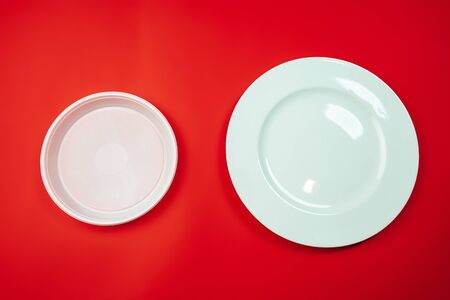 Plates. Eco-friendly life - organic made recycle houseware in compare with polymers, plastics analogues. Home style, natural products for recycle and not harmful to the environment and health. Foto de archivo
