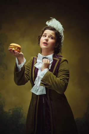 Lovely fast food. Modern trendy look, portrait of renaissance period beautiful woman. Retro style, comparison of eras concept. Caucasian female model like classic historical character, old-fashioned. Banque d'images