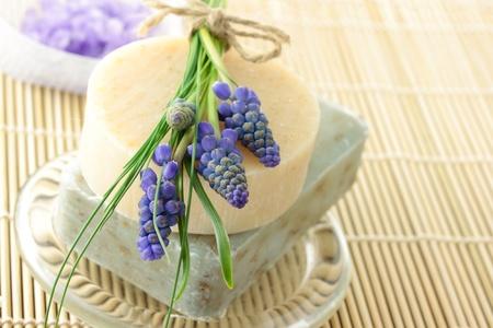 Handmade soap, lavender bath salt, and grape hyacinth Zdjęcie Seryjne