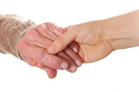 personnes �g�es: Senior et les jeunes femmes tenant la main