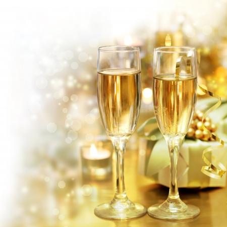 cena navidad: clases brillante champ�n con copia espacio fundido a blanco