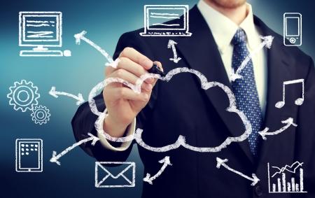 Homme d'affaires avec le cloud computing et le concept de connectivité Banque d'images