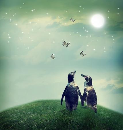 Twee pinguïn vriendschap of afbeelding liefde thema bij een fantasie landschap Stockfoto
