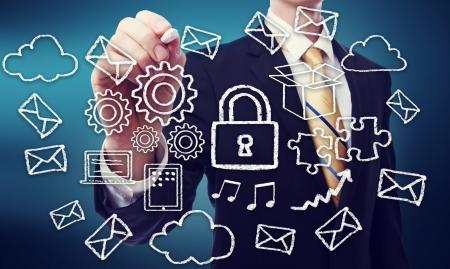 개인 정보 보호: 비즈니스 사람 (남자)와 보안 온라인 클라우드 컴퓨팅 개념