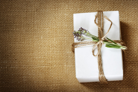 Homemade giftbox with lavender sprig on burlap cloth Zdjęcie Seryjne