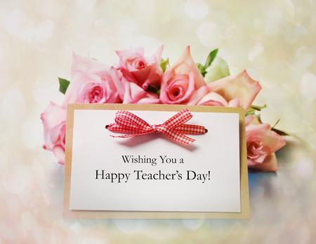 Gelukkig Teachers Day bericht met roze rozen Stockfoto - 29872438