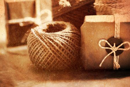Vintage stijl handgemaakte geschenkdoos en spoel