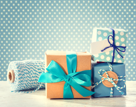 Light blue handmade gift boxes over polka dots background Stockfoto