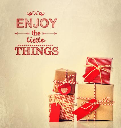 Profitez du texte Little Things, avec des boîtes de cadeaux faits à la main Banque d'images - 33832546