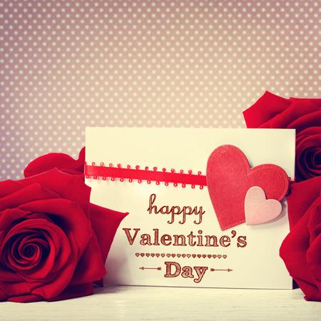 鮮やかな赤いバラとバレンタインの日メッセージ 写真素材