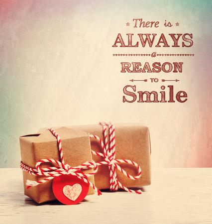 항상 귀여운 작은 선물로 미소 지을 이유가있다. 스톡 콘텐츠