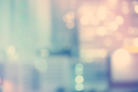 ぼやけた青とピンク都市背景シーンを構築