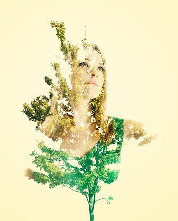 exposici�n: Retrato doble exposici�n de mujer joven con hojas de resumen
