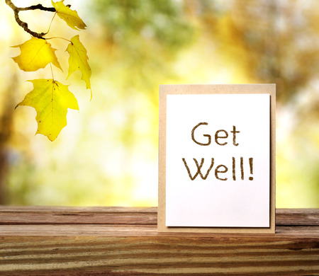 well: Get well message card over shiny leaves background Stock Photo