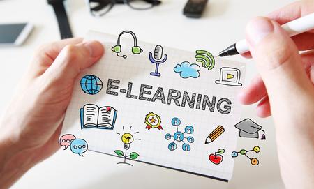 手描きの白いノートに E ラーニングの概念 写真素材
