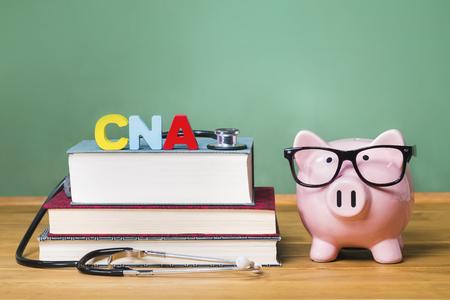 認定看護アシスタント CNA のテーマ黒板と貯金箱ピンク