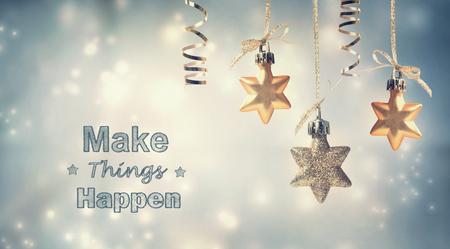 nouvel an: Faire bouger les choses cette saison de vacances avec des ornements étoiles Banque d'images