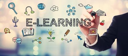 El hombre de negocios de dibujo concepto de E-Learning en el fondo borrosa resumen Foto de archivo