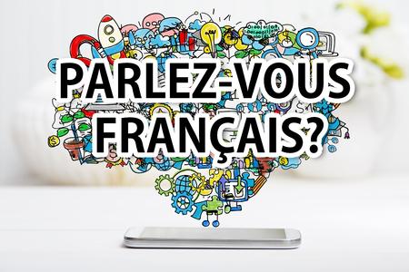 frances: Parlez vous Francais concepto con el teléfono inteligente en el vector blanco