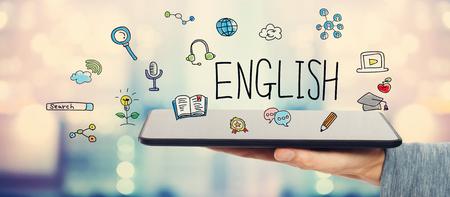 タブレット コンピューターを抱きかかえたと英語の概念