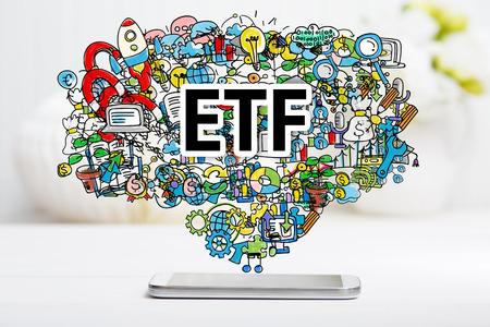 화이트 테이블에 스마트 폰과 ETF 개념 스톡 콘텐츠