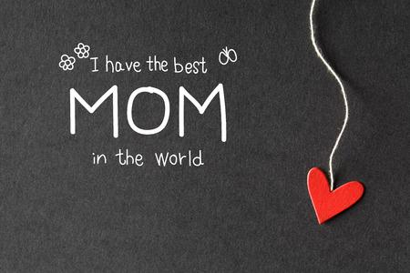 agradecimiento: Tengo la mejor mam� en el mensaje mundo con peque�os corazones de papel hechas a mano