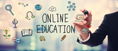 onderwijs: Businessman drawing Online Education concept on blurred abstract background