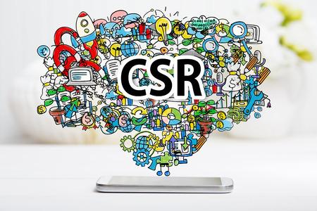 화이트 테이블에 스마트 폰으로 CSR 개념
