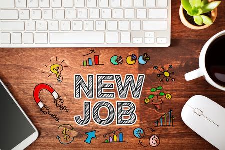 Nouveau concept d'emploi avec poste de travail sur un bureau en bois Banque d'images - 57133833