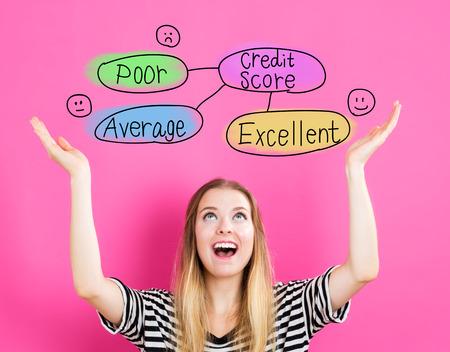 Score van het Krediet concept met jonge vrouw te bereiken en op zoek naar boven