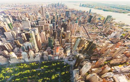 america del sur: Vista aérea de Columbus Circle y Central Park en Nueva York al atardecer