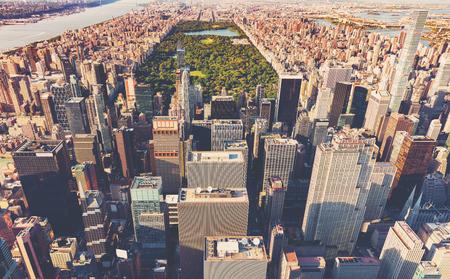 Luftaufnahme des Central Park und dem Times Square in New York bei Sonnenuntergang