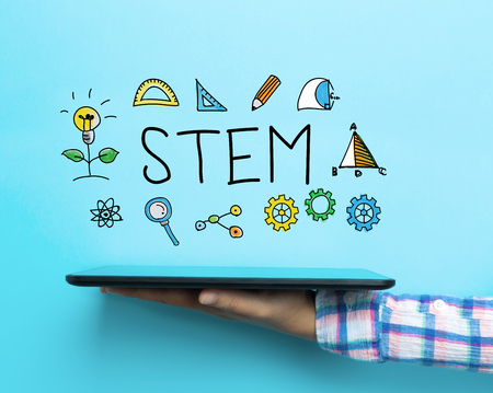 educativo: concepto de STEM con una tableta en el fondo azul
